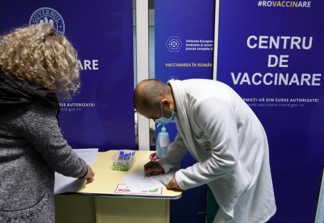 Încă 66 de îmbolnăviri cu SARS-CoV-2 şi alte trei decese în Bihor. Sâmbătă au fost administrate 990 de doze de vaccin
