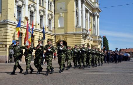 Fără onor militar! Armata nu mai participă la festivităţile de la dezvelirea statuii Regelui Ferdinand în Oradea. 'Decizie politică, mizerabilă şi delirantă', acuză viceprimarul Florin Birta