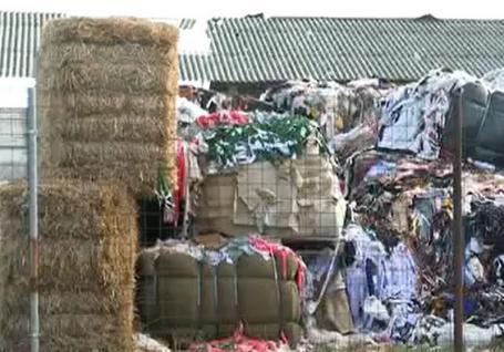Peste 700 de tone de deşeuri textile, aduse ilegal din Italia, au fost descoperite în două sate din Bihor! (FOTO)