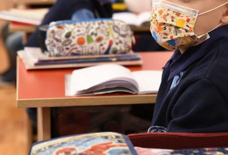 40 de elevi din Bihor diagnosticaţi cu Covid, 10 şcoli în 'scenariul roşu'. Cum se vor desfăşura cursurile săptămâna viitoare (DOCUMENT)