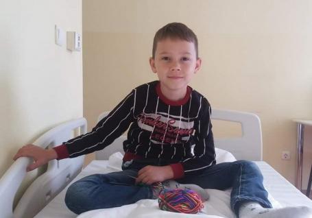 De Crăciun, fii mai bun! Un băieţel de 9 ani din Bihor, diagnosticat cu o boală cruntă, are nevoie de ajutor, pentru un transplant