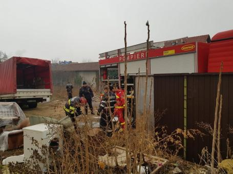 Incendiu la un magazin de mobilă din Rogerius. Circulaţia tramvaielor a fost blocată (FOTO)
