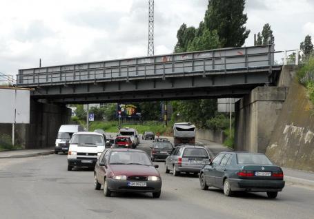 Pasajul CFR din strada Matei Corvin va fi lărgit la patru benzi printr-o investiţie de 12,2 milioane lei