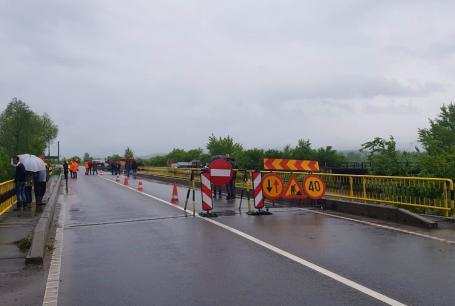 Pod surpat în Bihor din cauza ploilor: Circulația a fost deviată (FOTO / VIDEO)