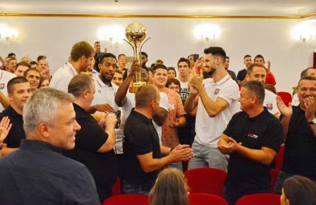 Campionii României s-au întors: Baschetbaliștii de la CSM Oradea au fost prezentați oficial într-o gală la Filarmonică (FOTO / VIDEO)