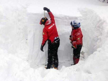 La Stâna de Vale, stratul de zăpadă are aproape 2 metri. Şeful Salvamont: 'N-am mai avut aşa zăpezi de mulţi ani' (FOTO/VIDEO)