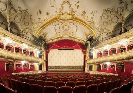 După Familia, Bolojan distruge și Teatrul