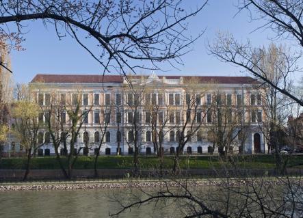 Ce părere aveți despre faptul că Inspectoratul Școlar l-a schimbat din funcție pe directorul Colegiului Gojdu, Florin Nicoară?